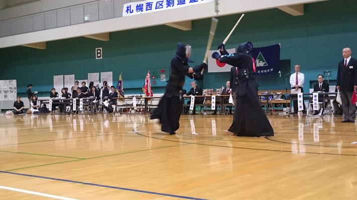 中学生剣士の試合