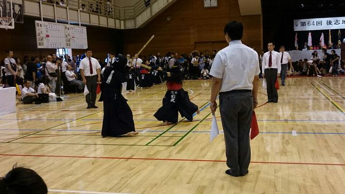 小学女子の剣道の試合