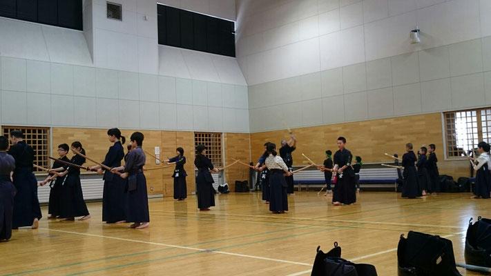 小学生剣士たち