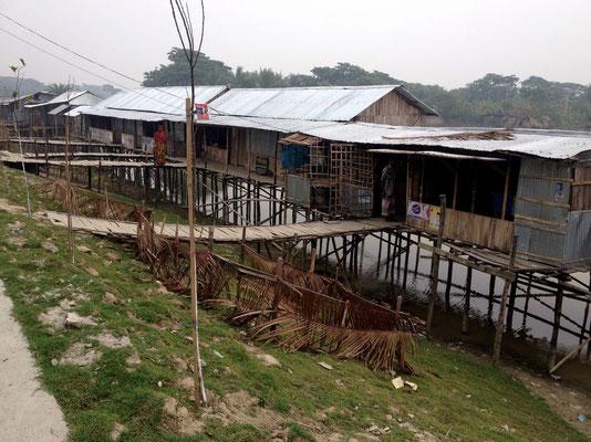 Neue Straße in Khulna - und schon wurde gebaut