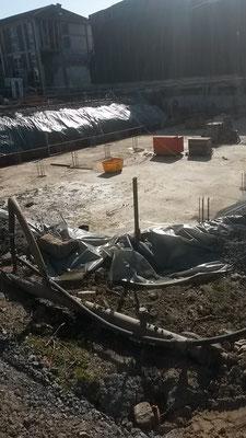 """Ein Blick auf die """"Sauberkeitsschicht"""" (eine Arbeitsfläche, die sich unter dem Fundament befindet) (20.04.2016)"""