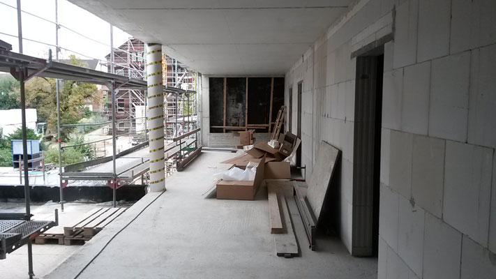 Der Gang vom Neubau in Richtung Verwaltung. (01.10.2016)