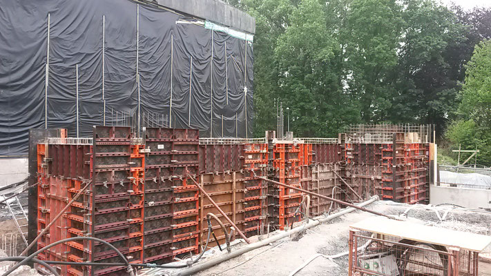 Die ersten Kellerräume und der Fahrstuhl sind eingeschalt. (29.05.2016)