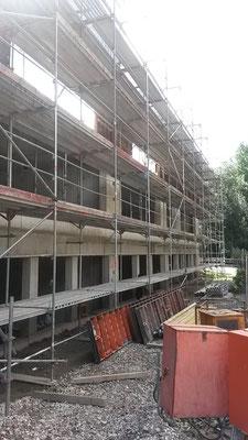 Es ist schon zu erahnen, wie hoch unsere Schule wird, denn zwei Etagen werden noch darauf gebaut. (10.08.2016)