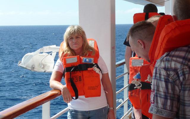 Am ersten Seetag absolvieren wir die obligatorische Seenotrettungsübung.