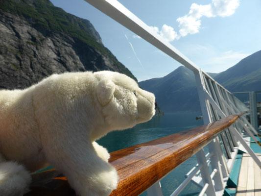 Ole fährt in den Geirangerfjord in Norwegen