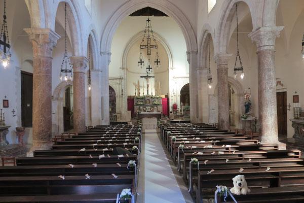 Ole im Dom von Taormina, wo gleich ein Brautpaar einzieht.