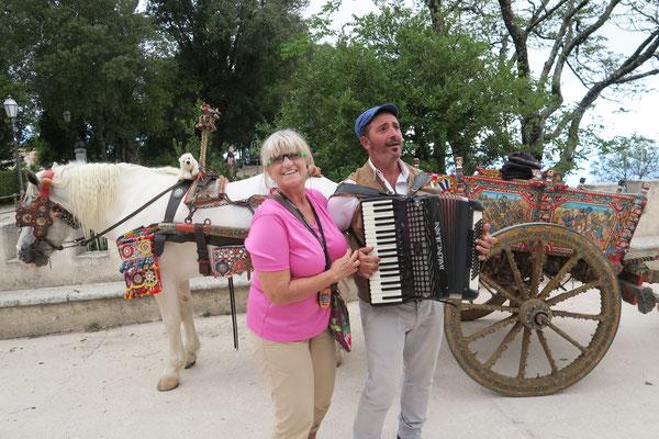 Ole auf dem Pferd des sizilianischen Minnesängers in Erice