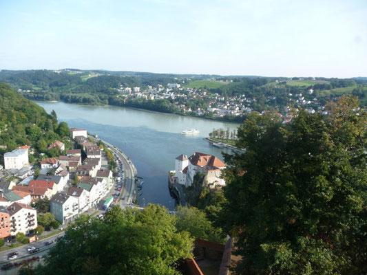 Hier sehen wir die verschiedenen Wasserfarben von Donau, Inn und Ilz.