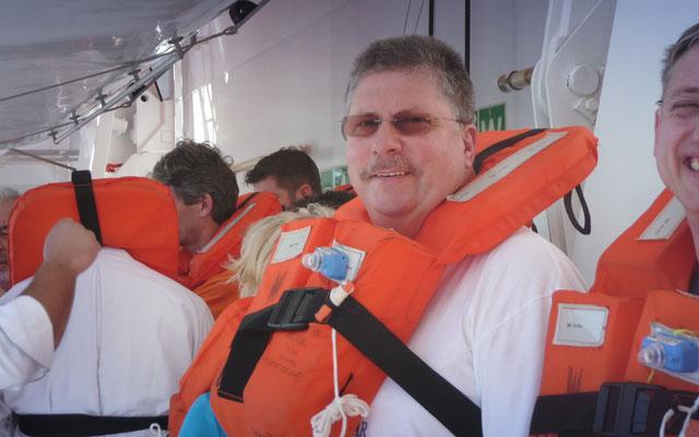 Heute muss die Seenotrettungsübung vor dem Auslaufen des Schiffes absolviert werden.