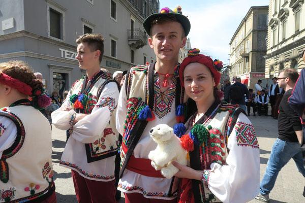 Die Beiden kommen aus der Ukraine und haben Spaß mit Ole