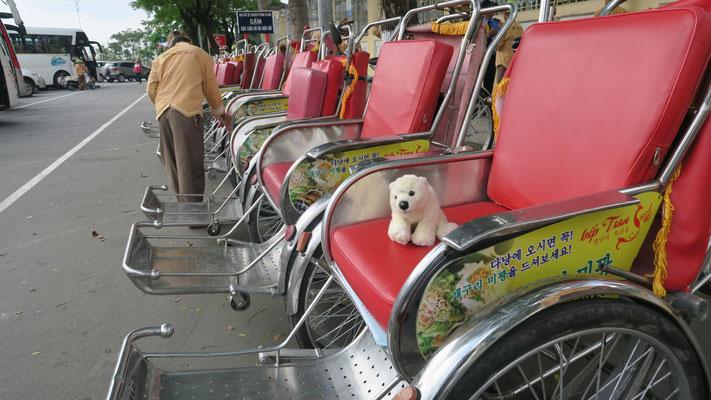 Ole fährt mit der Rikscha in Vietnam