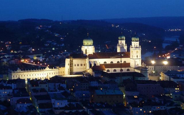Der Dom am Abend von der Veste Oberhaus