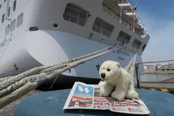 Ole liest auf einer Mittelmeerkreuzfahrt die Passauer Woche und gewinnt mit diesem Foto eine Reise