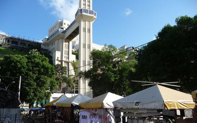 Die Ober- und Unterstadt sind ähnlich wie in Lissabon mit einem großen Aufzug verbunden.