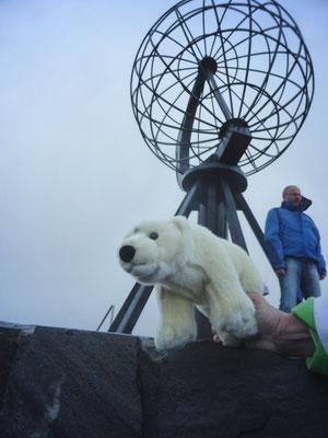 Ole steht auf dem Nordkap