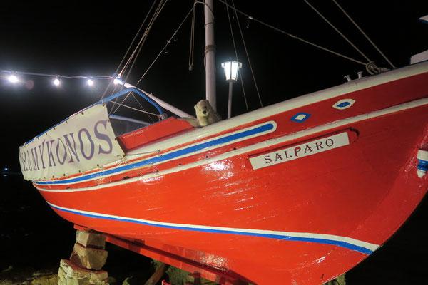 Auf dem griechischen Fischerboot möchte Ole gern mitfahren.
