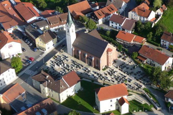 Das müßte die Kirche von Tiefenbach sein.
