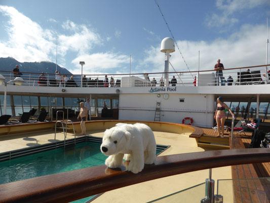 Ole macht einen Rundgang auf dem Kreuzfahrtschiff