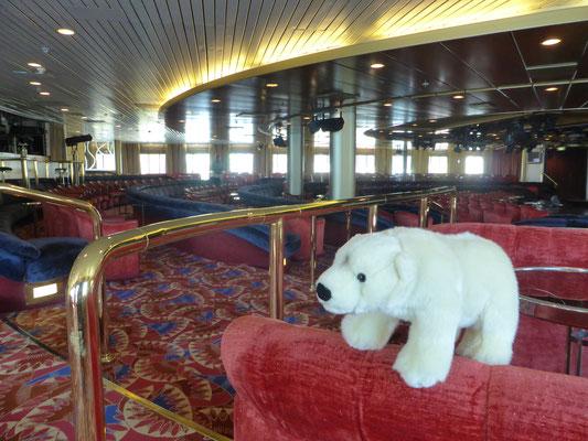Besuch des Bordtheaters auf dem Kreuzfahrtschiff