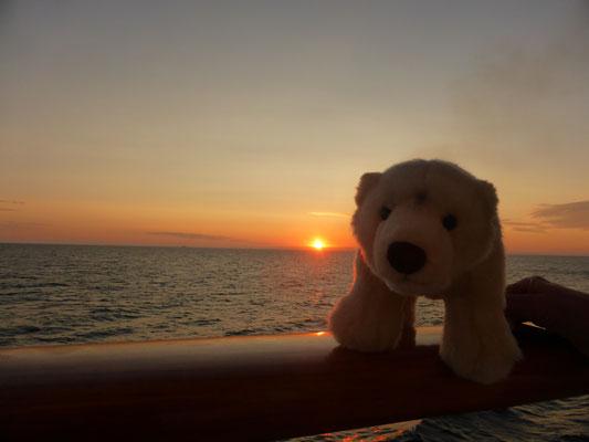 Ole mag Sonnenuntergänge im Nordmeer gern