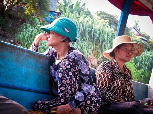 Passeggeri cambogiani sulla Slow Boat da Battambang a Siem Reap. (Photo by Gabriele Ferrando - LA MIA ASIA)