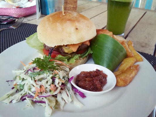 Il buonissimo cheesburger con patate dolci fritte del The Grill Amed