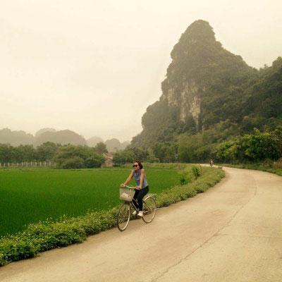 Vietnam. In bicicletta a Tam Coc. (Photo by Gabriele Ferrando - LA MIA ASIA)