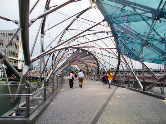 Helix Bridge a Marina Bay, Singapore (Photo by Gabriele Ferrando - LA MIA ASIA)