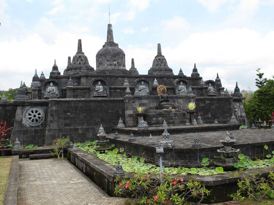 Tempio buddista Brahama Vihara Arama a Lovina Bali