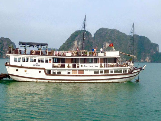 Vietnam. Crociera ad Halong Bay. (Photo by Gabriele Ferrando - LA MIA ASIA)