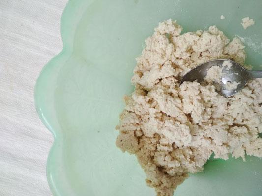 Schiacciate il tofu con la forchetta