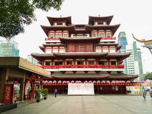 Buddha Tooth relic Temple a Chinatown, Singapore (Photo by Gabriele Ferrando - LA MIA ASIA)