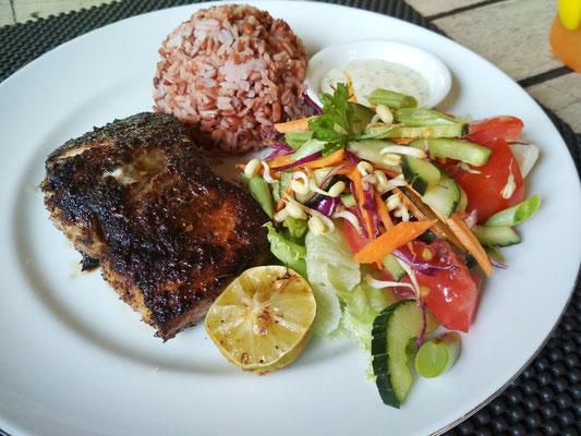 Mahi Mahi grigliato con Red Rice e verdure stufate al The Grill Amed