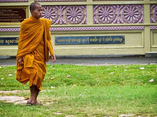 Viaggio di Gruppo in Cambogia - Monaco a Phnom Penh (Photo by Gabriele Ferrando - LA MIA ASIA)