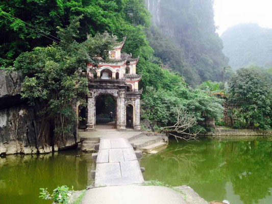 Vietnam. Bich Dong Pagoda a Tam Coc. (Photo by Gabriele Ferrando - LA MIA ASIA)