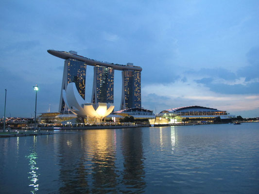 Marina Bay Sands by night, Singapore (Photo by Gabriele Ferrando - LA MIA ASIA)