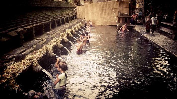 Fonti sacre di Tirta Empul a Bali
