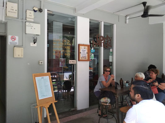 L'ingresso del Forty Hands Coffee Tiong Bahru, Singapore (Photo by Gabriele Ferrando - LA MIA ASIA)