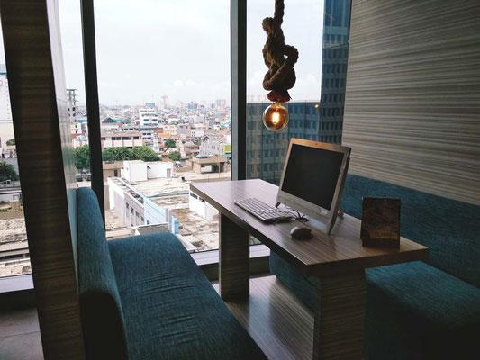 Working Station allo  Yello Hotel Harmoni di Jakarta (Photo by Gabriele Ferrando - LA MIA ASIA)