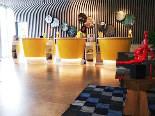 Reception dello Yello Hotel Harmoni di Jakarta (Photo by Gabriele Ferrando - LA MIA ASIA)