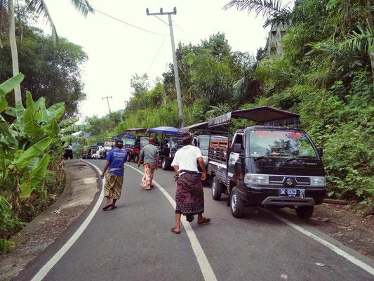 I pickup che portano all'ingresso del Tempio di Lempuyang