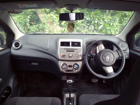 A Bali la guida è a sinistra, ed il volante si trova a destra.