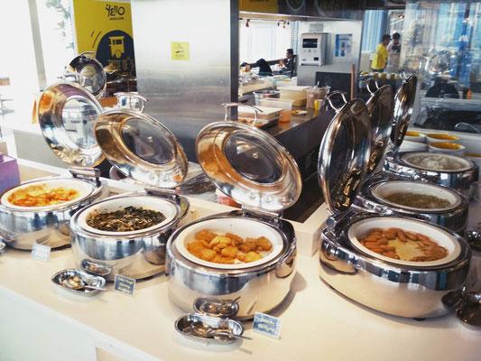 Breakfast buffet allo Yello Hotel Harmoni di Jakarta (Photo by Gabriele Ferrando - LA MIA ASIA)