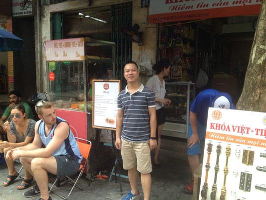 Phuong, il simpatico proprietario di Banh Mi 25 (Photo by Gabriele Ferrando - LA MIA ASIA)