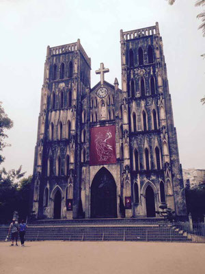 Vietnam. Cattedrale di Hanoi. (Photo by Gabriele Ferrando - LA MIA ASIA)