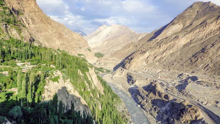 VIAGGIO DI GRUPPO KALASH VALLEY PAKISTAN - Hunza River