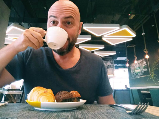 Facciamo colazione allo Yello Hotel Harmoni di Jakarta (Photo by Gabriele Ferrando - LA MIA ASIA)