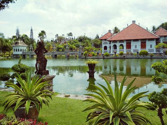 Il palazzo sull'acqua di Taman Ujung