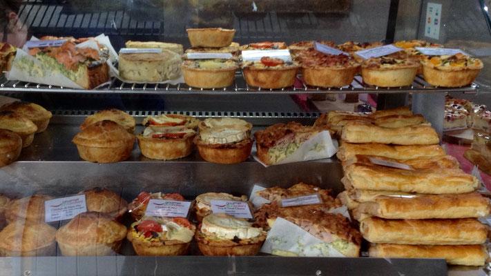 Zum Mittagesses leckere Pasteten vom Bäcker